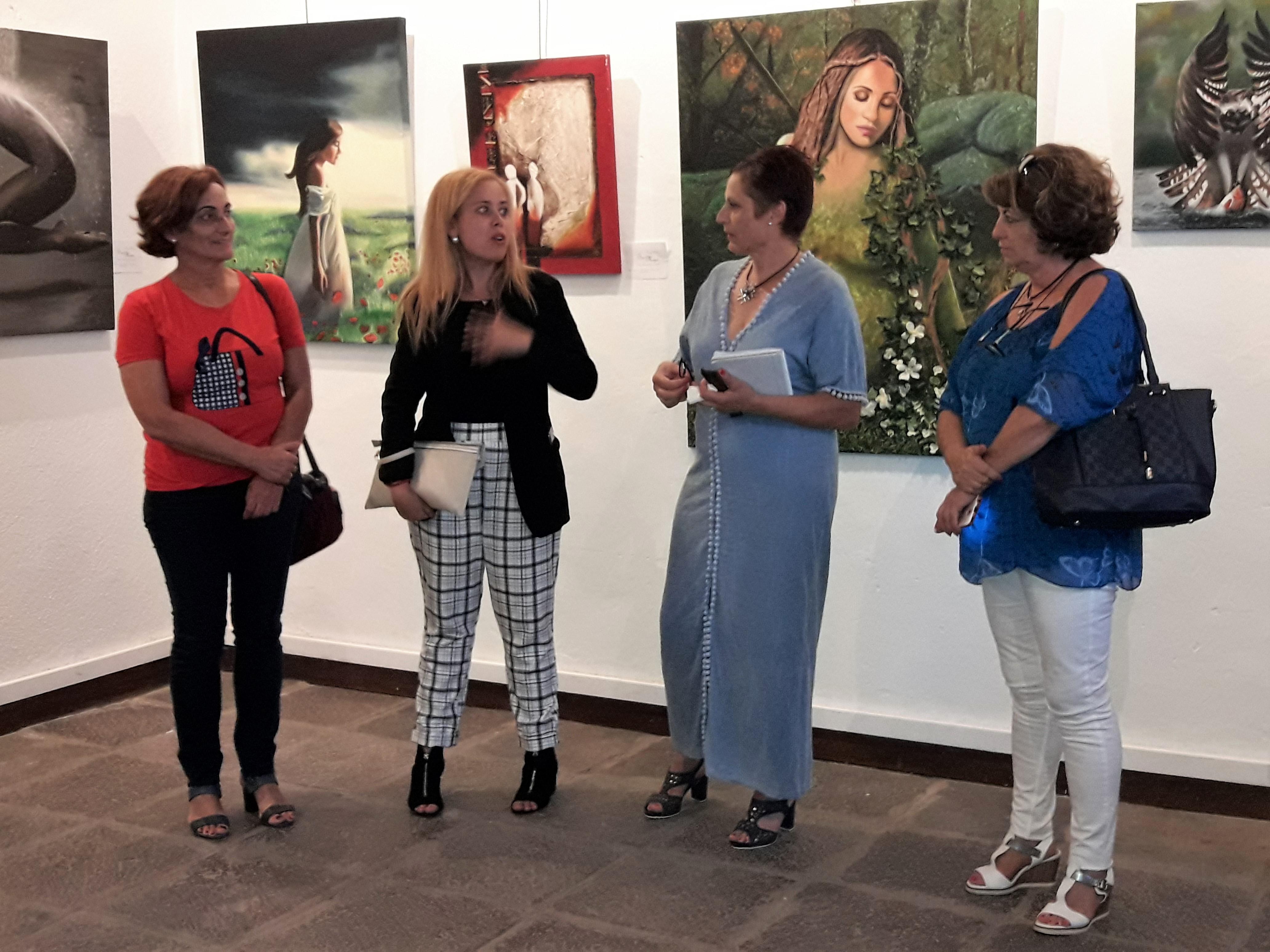 Mayte Medina expone su obra 'Ser Mujer…entre óleos, pintura y papel' en el Museo de Granadilla